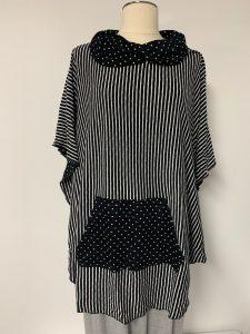 606 poncho black white with pocket