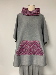 poncho 27 gray - pink 1 of k $57